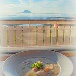 En velsmakende fiskesuppe med utsikt :-)