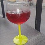 Drinken serverades i vackert glas på Trosa Bistro& Bar