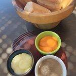 Pan con alioli, crema de sobrasada y tapenade de aceitunas