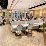 Dazzling Cafe照片