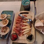 appetizers, including broiled scallops and a meat and cheese platter