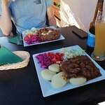 placek po węgiersku i gulasz wołowy z kluskami śląskimi