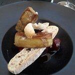 escalopes de foie gras poêlée aux fruits de saison ( cerises )