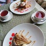 Пирог с грушей и «Лед и пламень» (слоеное тесто с запеченным яблоком).