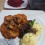 Kotlet Schabowy z warzywami i ziemniakami