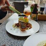 Zalmfilet met ratatouille en romige dragonsaus