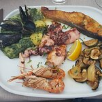 Seafood plate for 1 person. More than enough! and the taste... yummie!