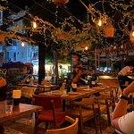 Вечерняя атмосфера ресторана