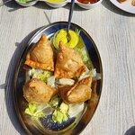 Samosa mit diversen Saucen