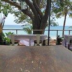 Foto Beer & Barrel Kitchen n' Lounge