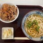 牛丼とうどんセット(590円)
