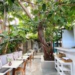 Foto de The Giri Café