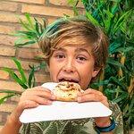 Mi hijo Rubén come pizza como si no hubiera mañana