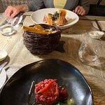 Lody foie gras i tatar wołowy z czerwonym kawiorem.