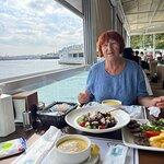 صورة فوتوغرافية لـ Dolmabahce SarayI Saat Kulesi Kafeteria
