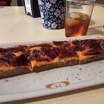 Tosta jamón iberico cn salmorejo