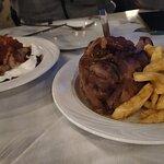Γιαουρτλού και χοιρινό κότσι με πατάτες