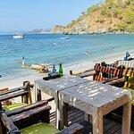 Help Beach & Yacht Club resmi