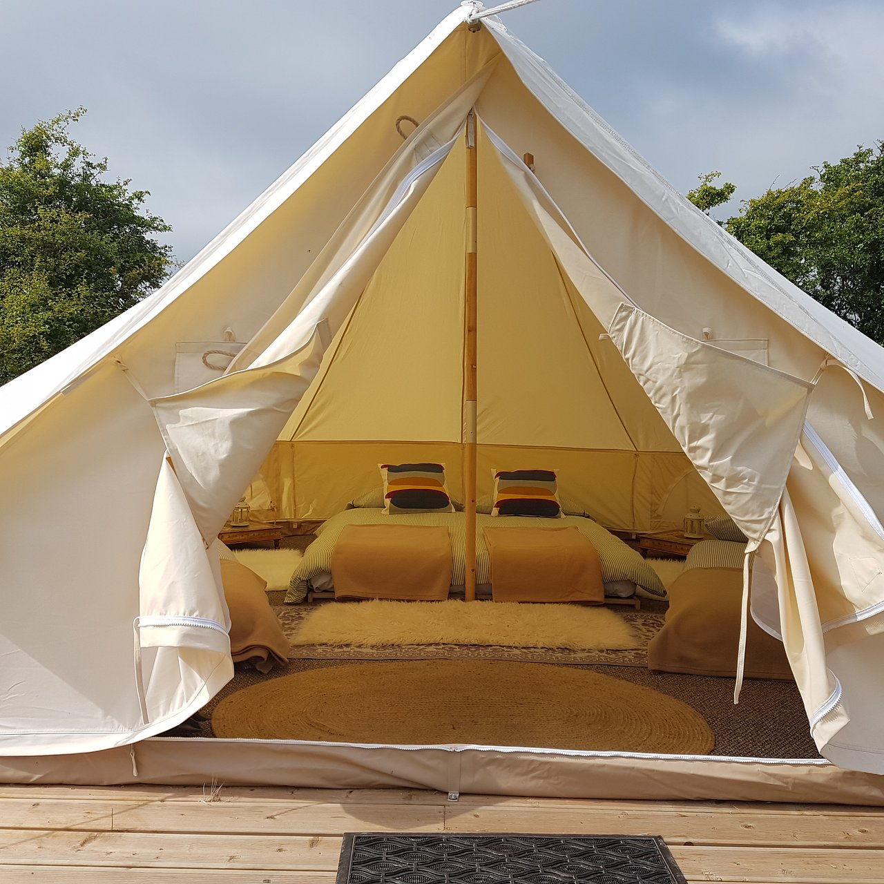 Find Cheap Tent Campgrounds in Naas, Co. Leitrim - Pitchup