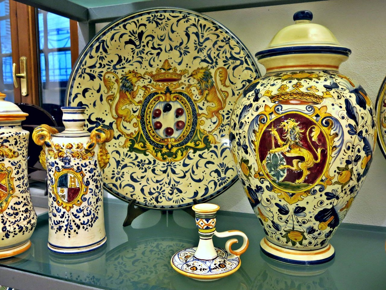 Ceramiche Toscane Montelupo Fiorentino come fare la ceramica toscana fatta a mano: un corso con un ceramista a  montelupo