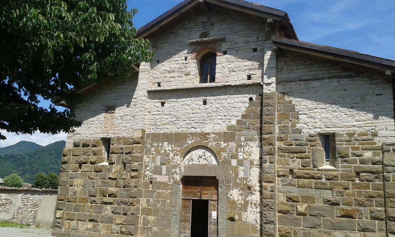 Facciata Casa Di Campagna chiesa di san giorgio in lemine, almenno san salvatore