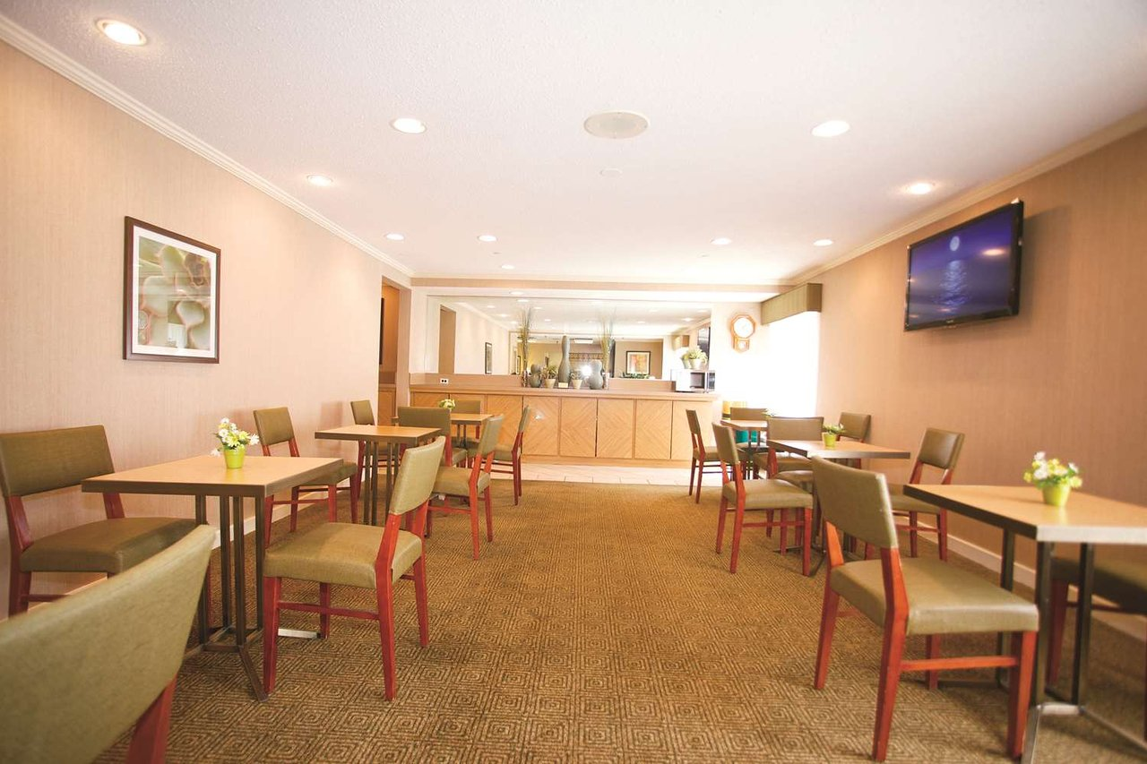 La Quinta Inn Milwaukee Glendale Hampton Ave 55 6 5 Updated 2018 Prices Hotel Reviews Wi Tripadvisor