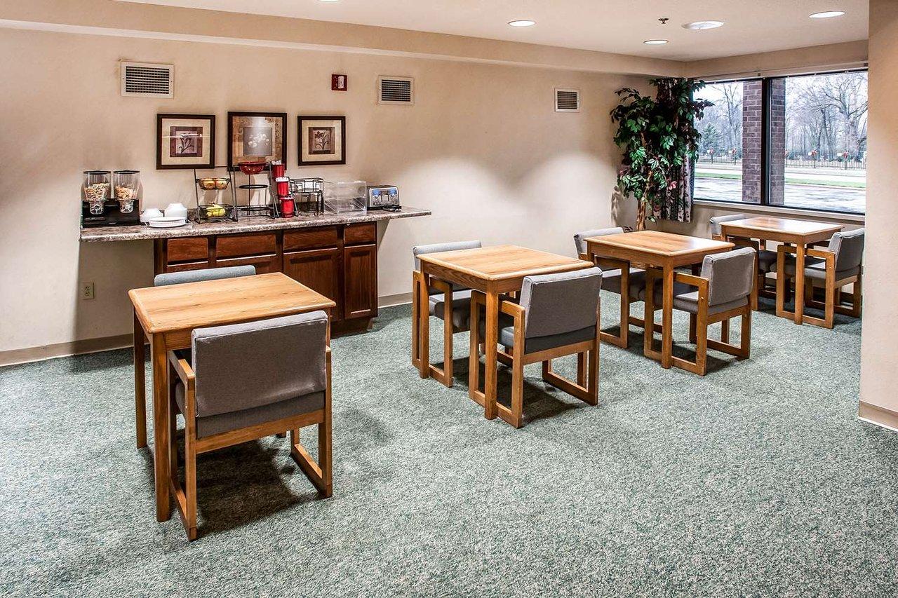 Econo Lodge Inn Suites Prices Hotel Reviews Oconto Wi Tripadvisor