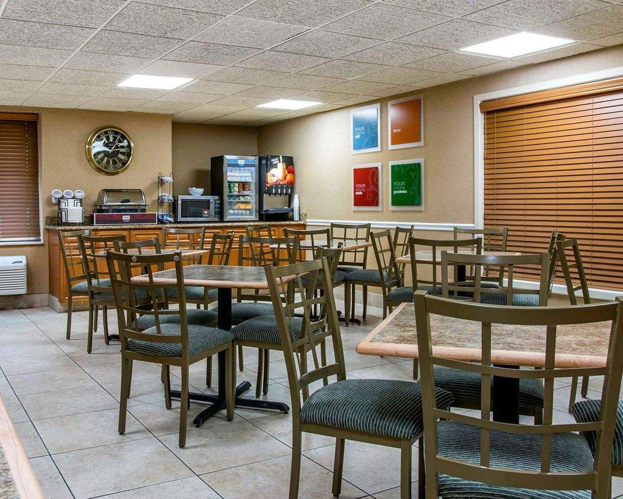 COMFORT INN LIVONIA $74 ($̶9̶9̶) - Prices & Hotel Reviews - MI ...