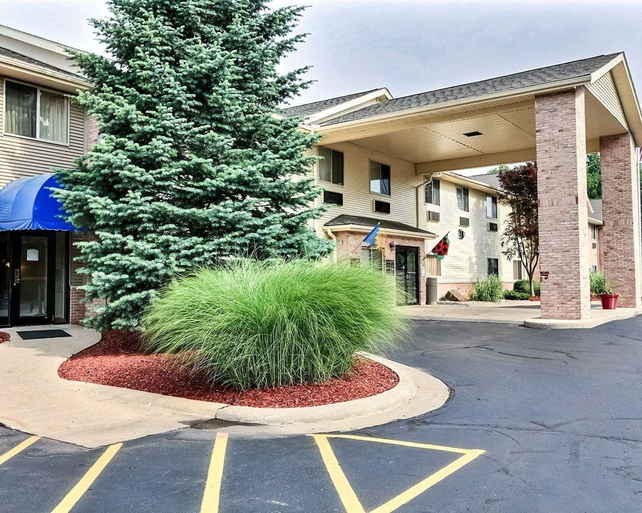 Comfort Inn Suites 60 7 2 Updated 2018 Prices Hotel Reviews Paw Mi Tripadvisor