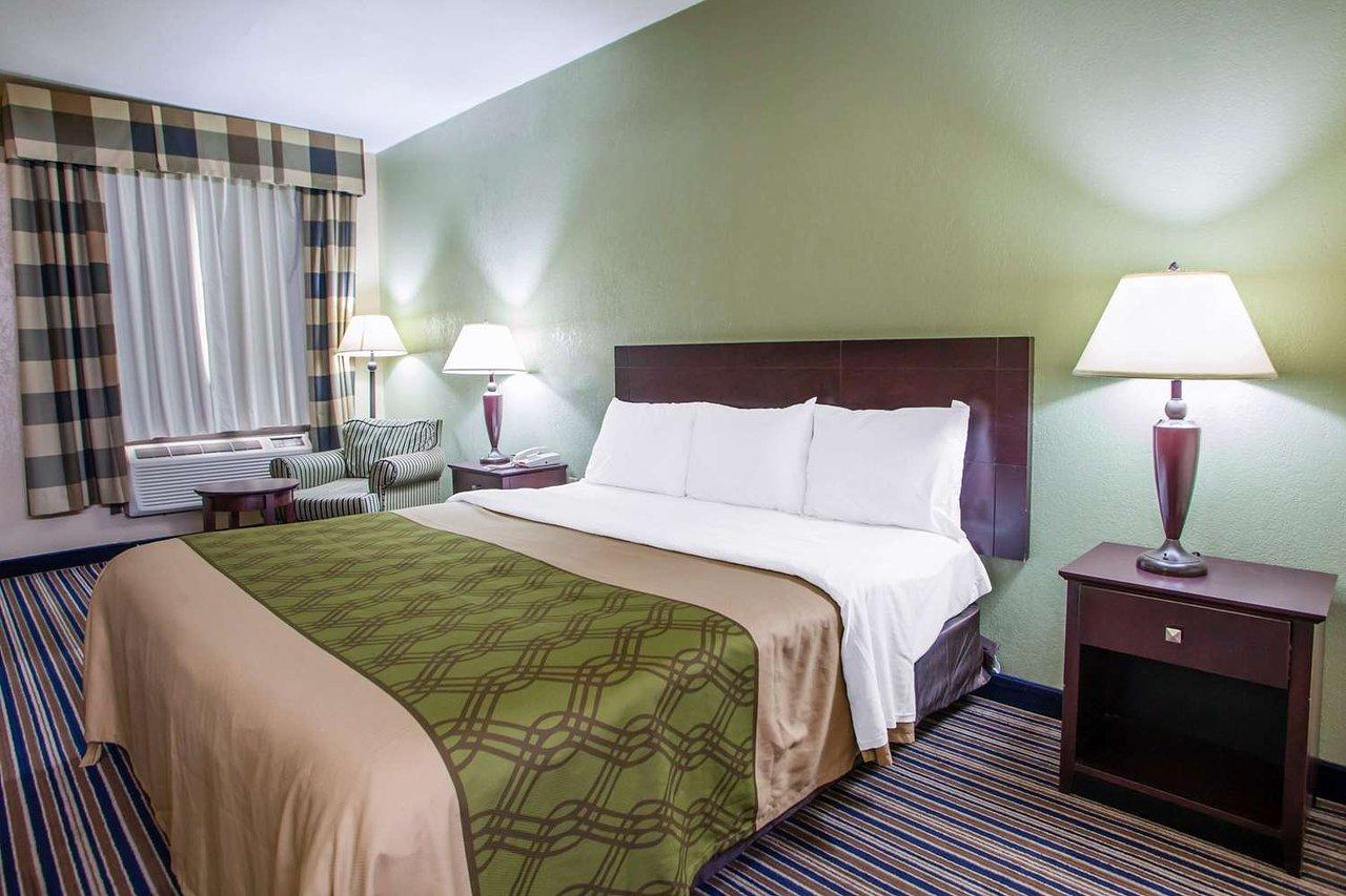 Econo Lodge 58 7 6 Prices Motel Reviews Belton Mo Tripadvisor