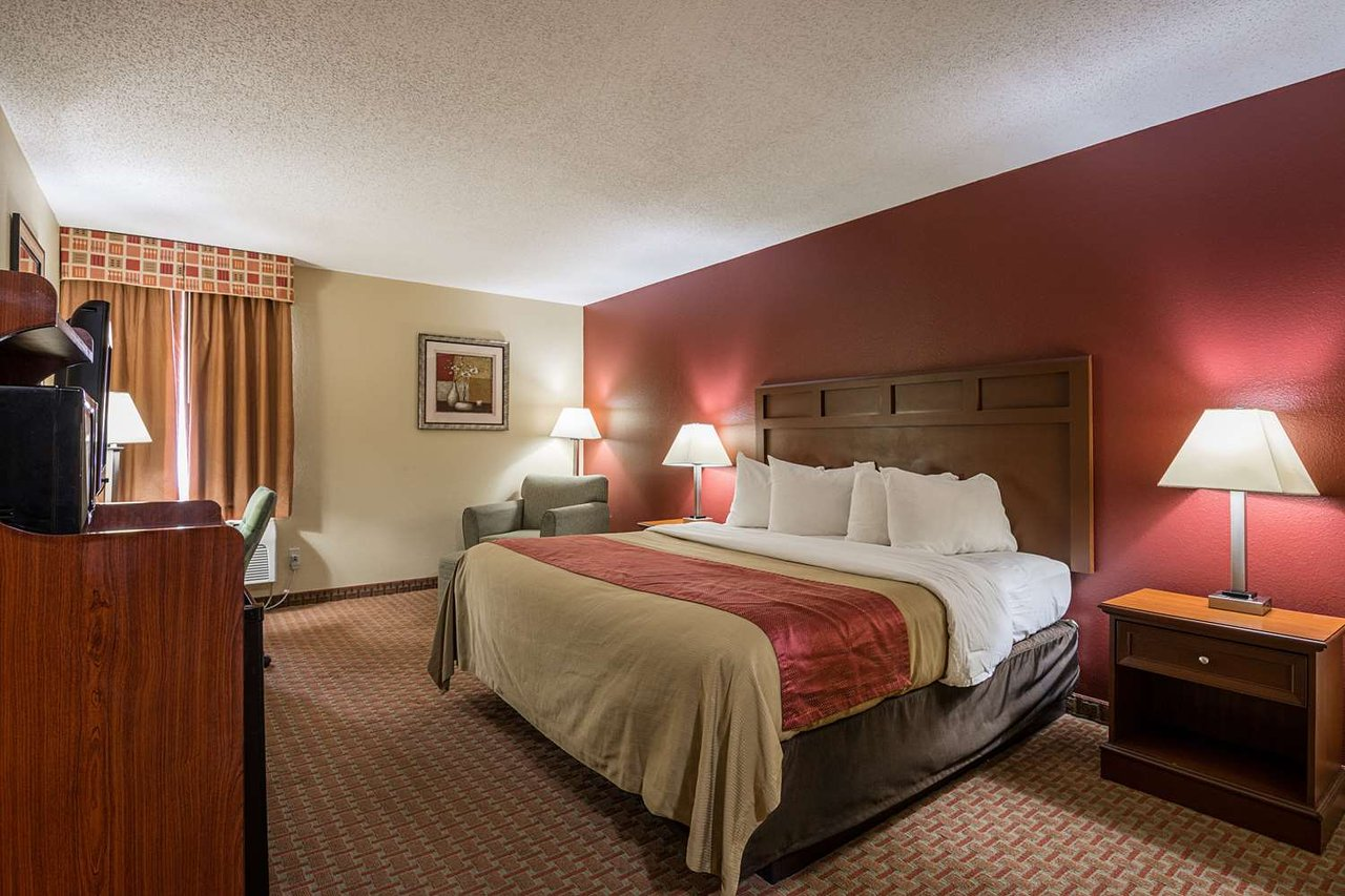 RED ROOF INN & SUITES LITTLE ROCK - Hotel Reviews, Photos, Rate ...
