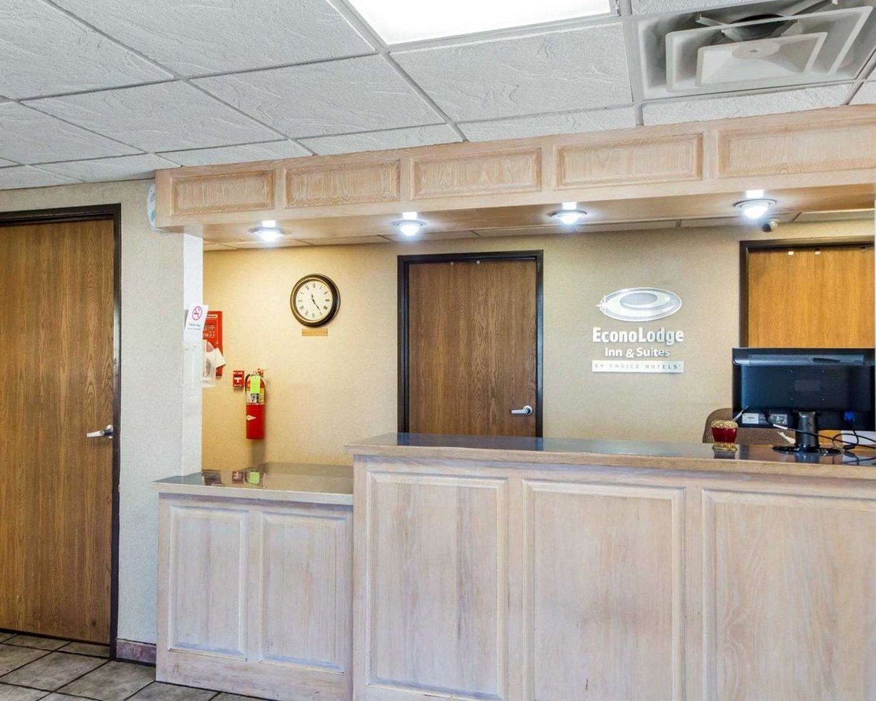 Econolodge Inn And Suites 43 5 4 Prices Hotel Reviews