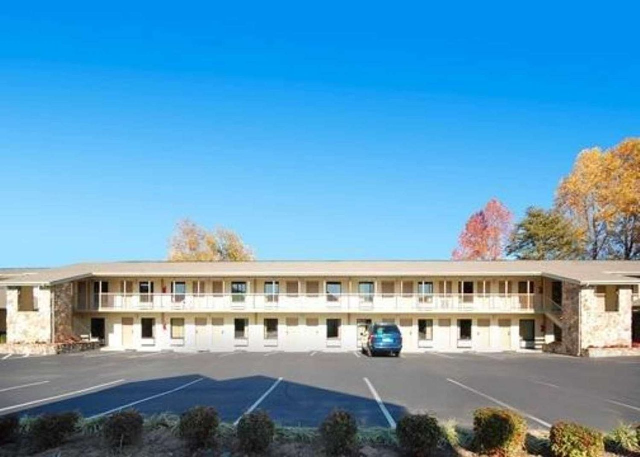 RODEWAY INN - Updated 2018 Hotel Reviews (Pigeon Forge, TN ...