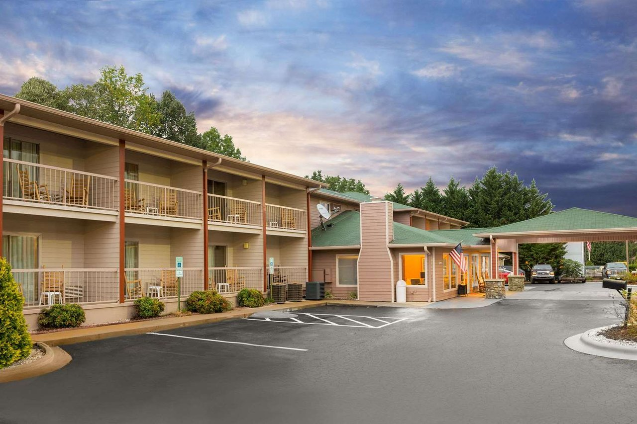 Ramada By Wyndham Maggie Valley Updated 2020 Prices Hotel