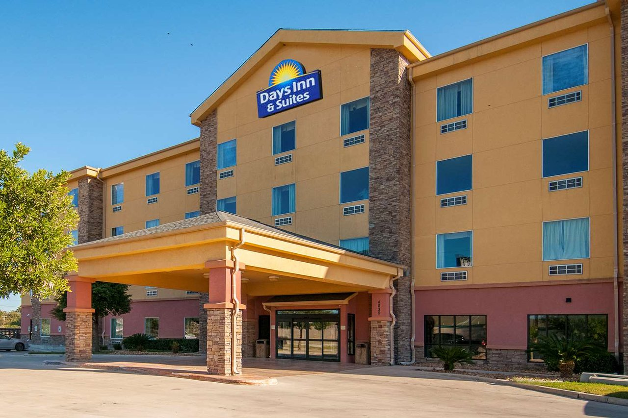 DAYS INN & SUITES BY WYNDHAM SAN ANTONIO NEAR AT&T CENTER $50 ...
