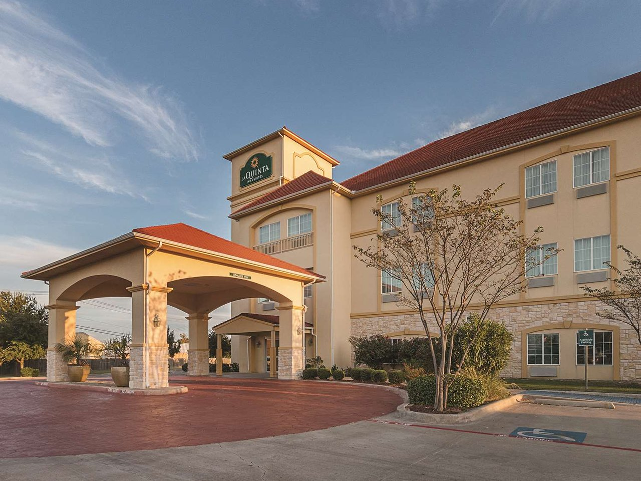 LA QUINTA INN & SUITES WAXAHACHIE - Updated 2018 Prices & Hotel ...