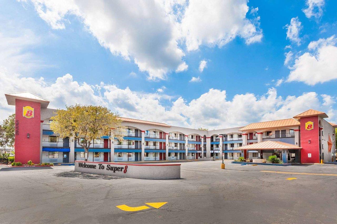 Super 8 By Wyndham Austin University Downtown Area 47 64 Flats Laken Beige 37 Updated 2018 Prices Hotel Reviews Tx Tripadvisor