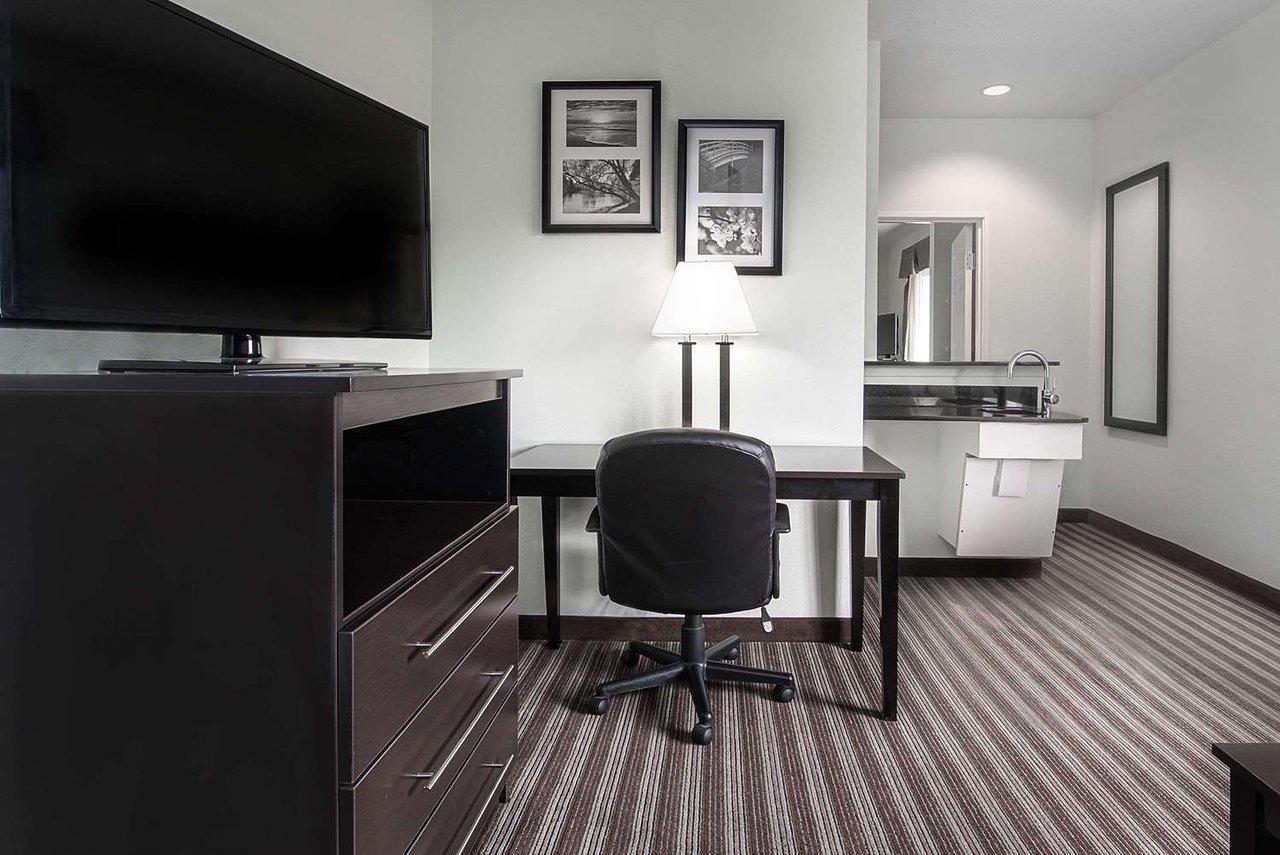 Office Furniture Idea Dallas Tx 75220 from media-cdn.tripadvisor.com