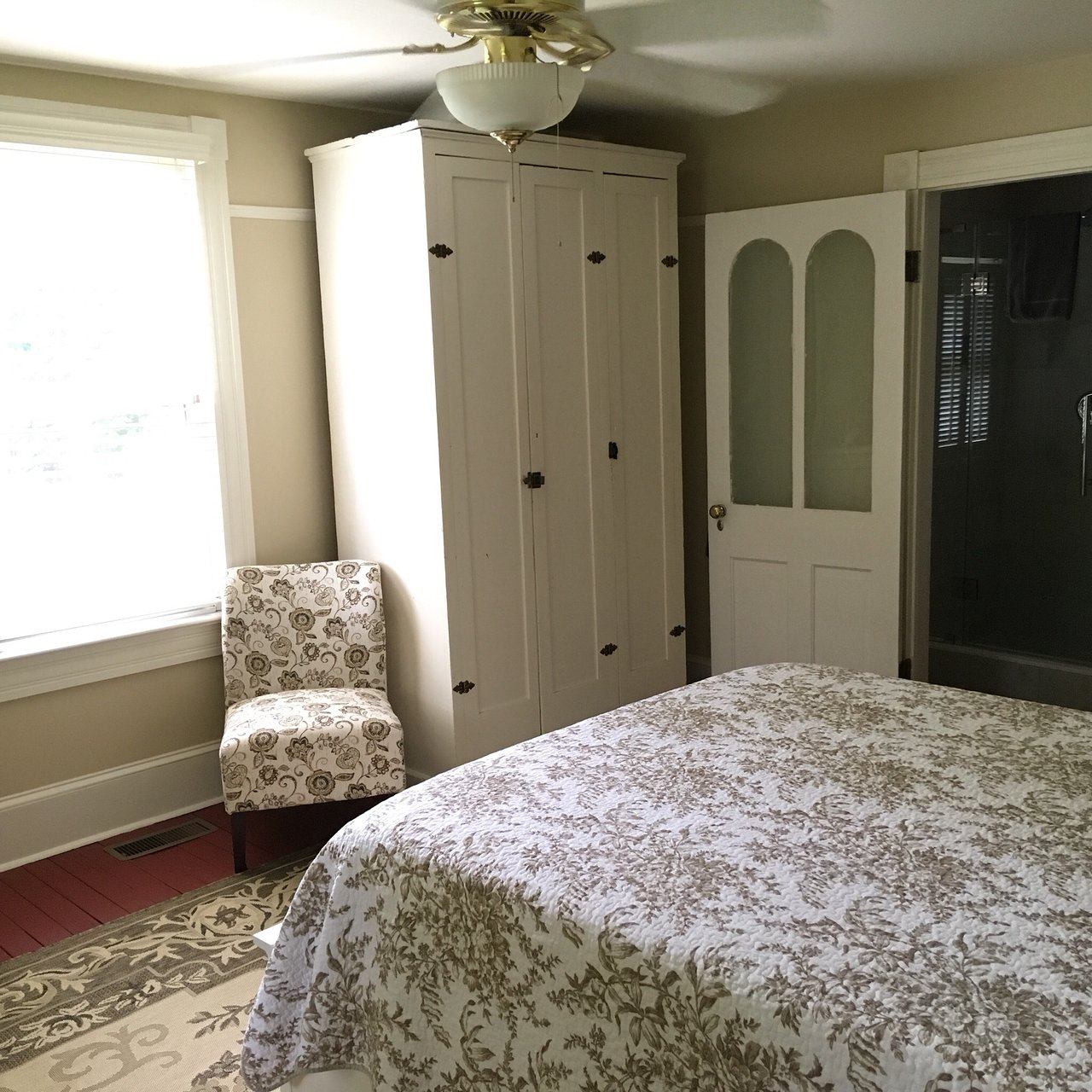 WHITE PIG BED AND BREAKFAST Updated