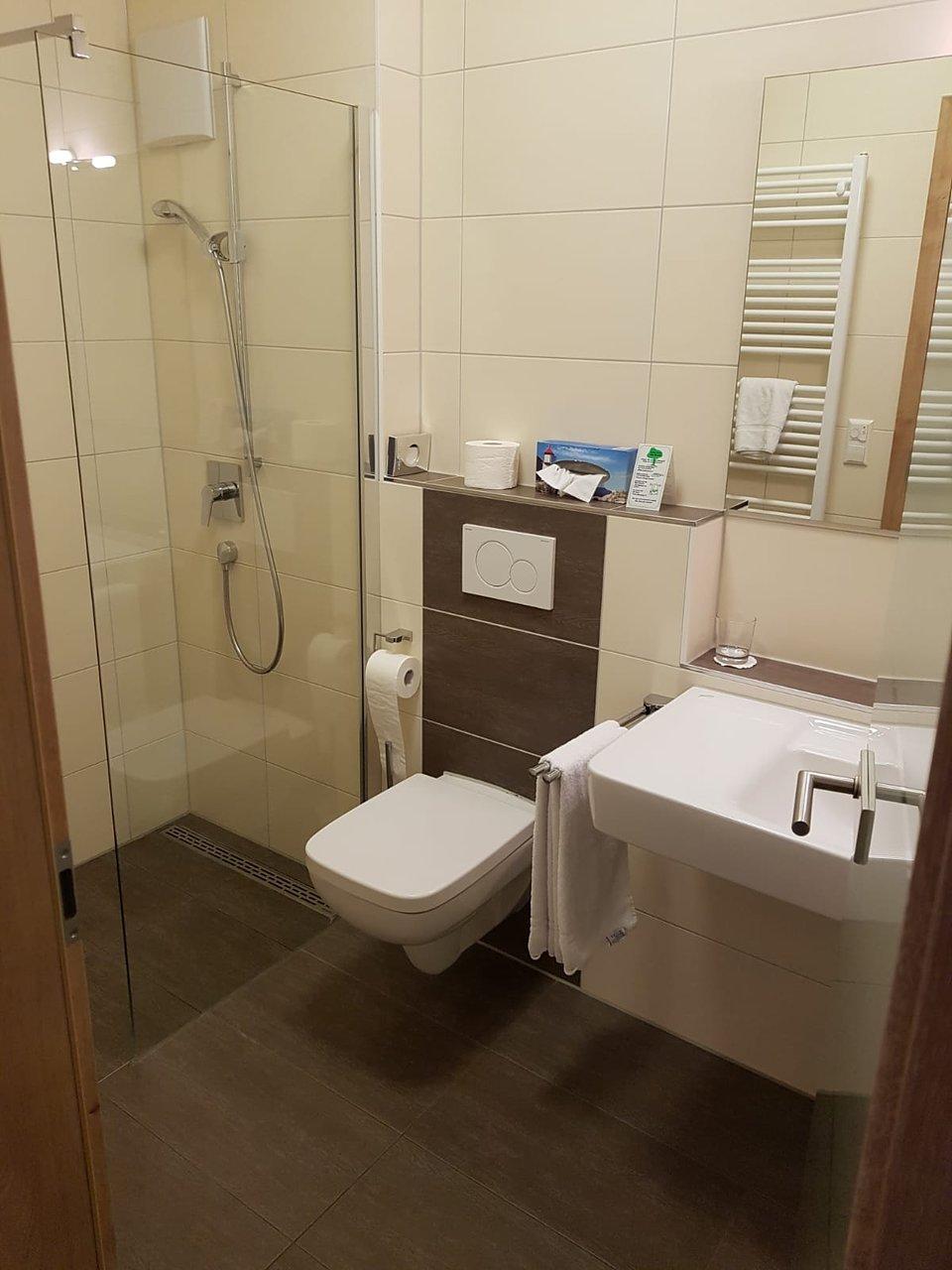 Awesome Etwas Im Badezimmer Mit J Contemporary - Erstaunliche Ideen ...