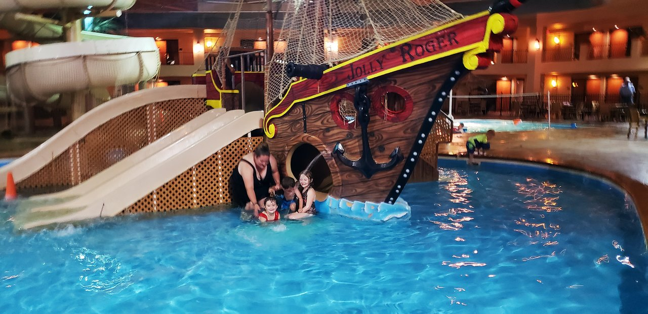 5 outdoor and 5 indoor water parks in or near Iowa