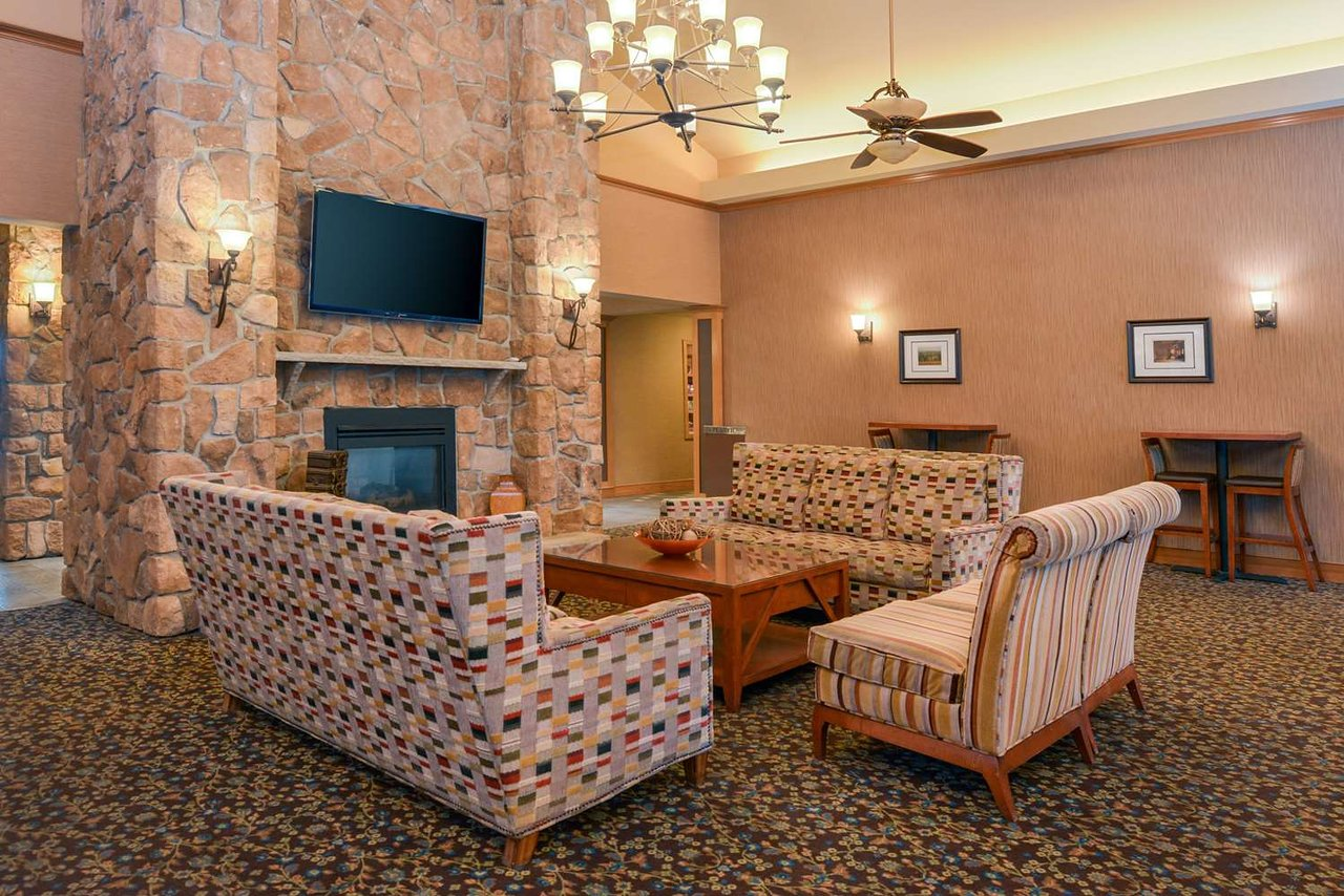 HOMEWOOD SUITES BY HILTON ALLENTOWN-WEST/FOGELSVILLE $132 ($̶1̶5̶2̶ ...