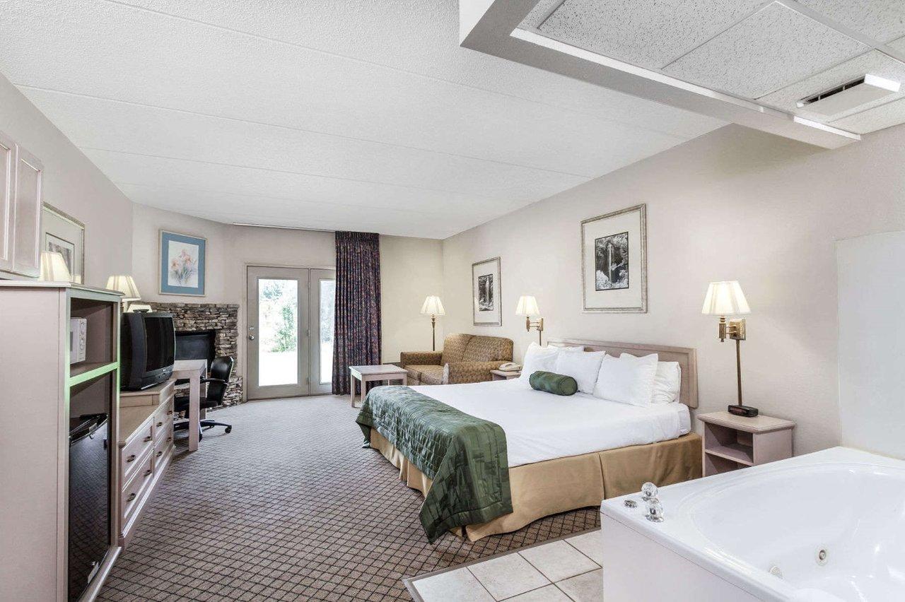SMOKY VIEW INN & SUITES $40 ($̶5̶2̶) - Updated 2018 Prices & Hotel ...
