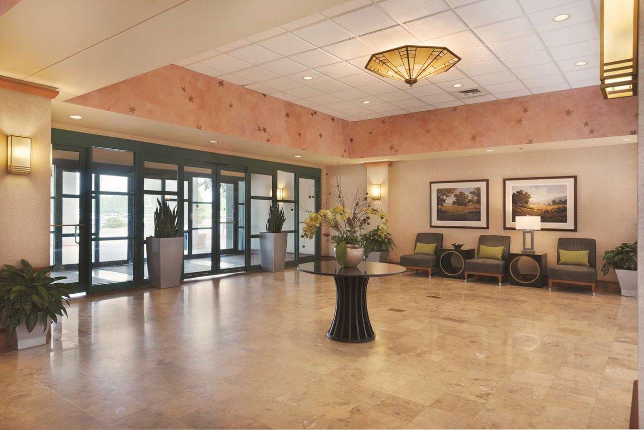 EMBASSY SUITES BY HILTON HOTEL LITTLE ROCK $109 ($̶1̶2̶9̶) - Updated ...