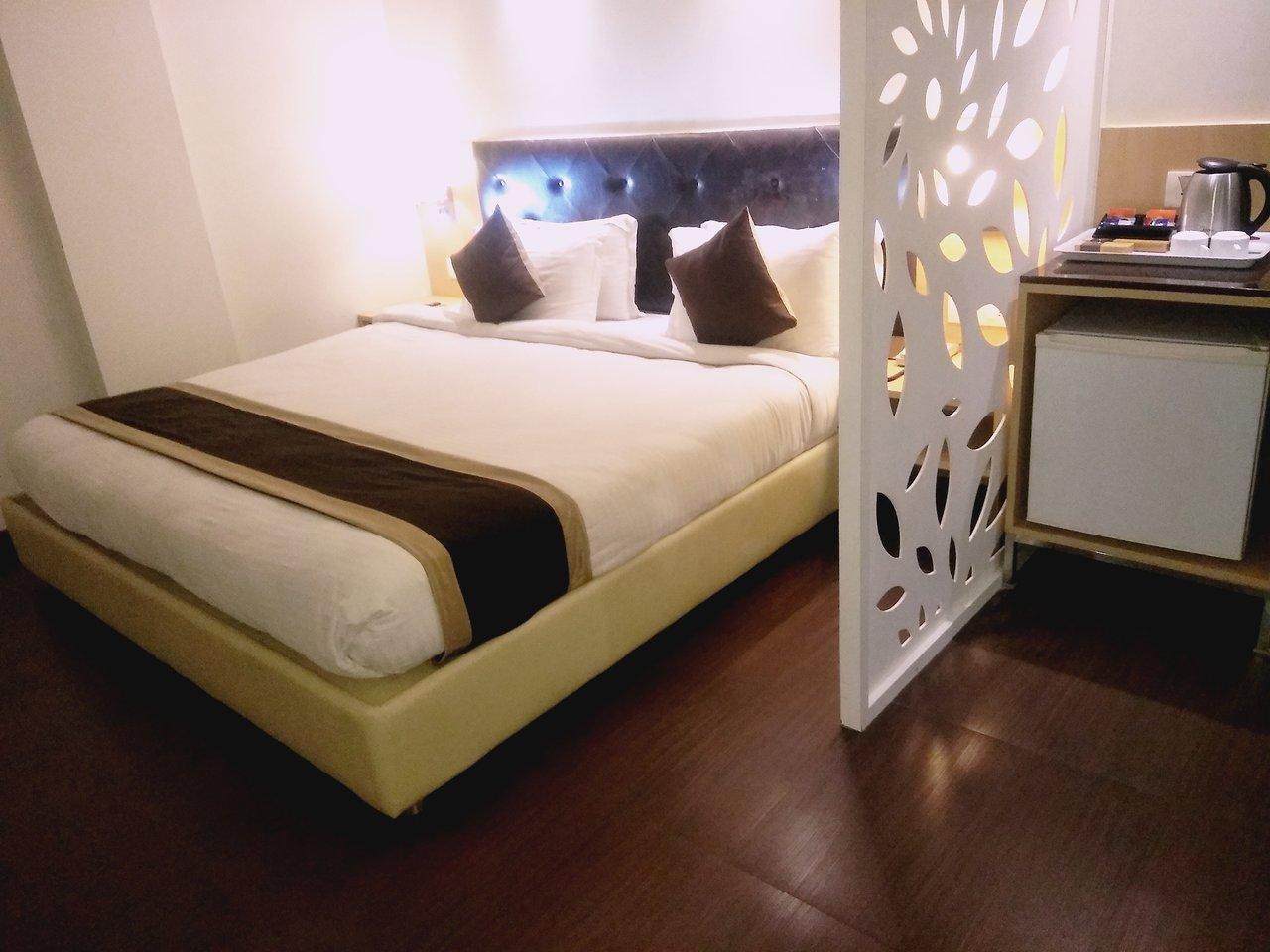 HOTEL THE BLOSSOM (Vapi, Gujarat) - Hotel Reviews, Photos