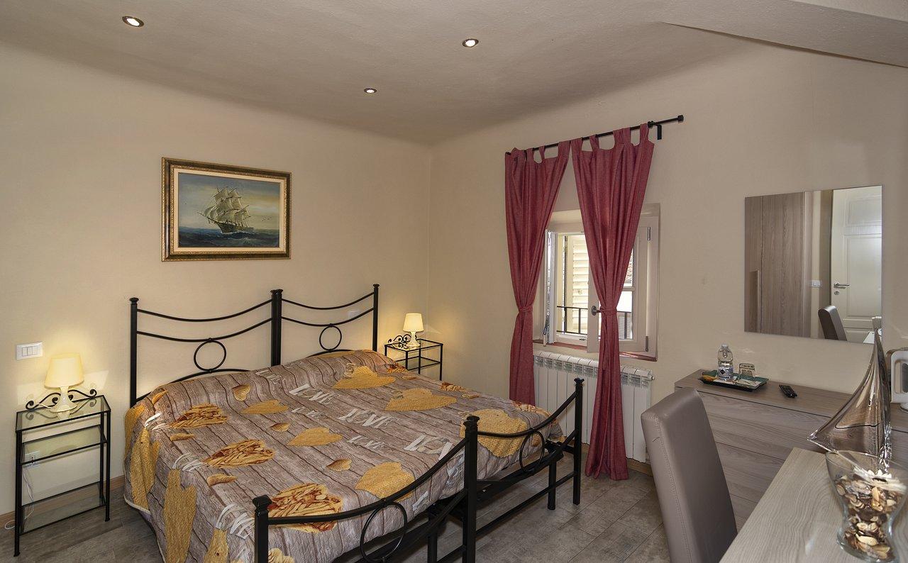 Art Gallery B B 90 1 1 0 Prices Guest House Reviews Vorno Italy Tripadvisor