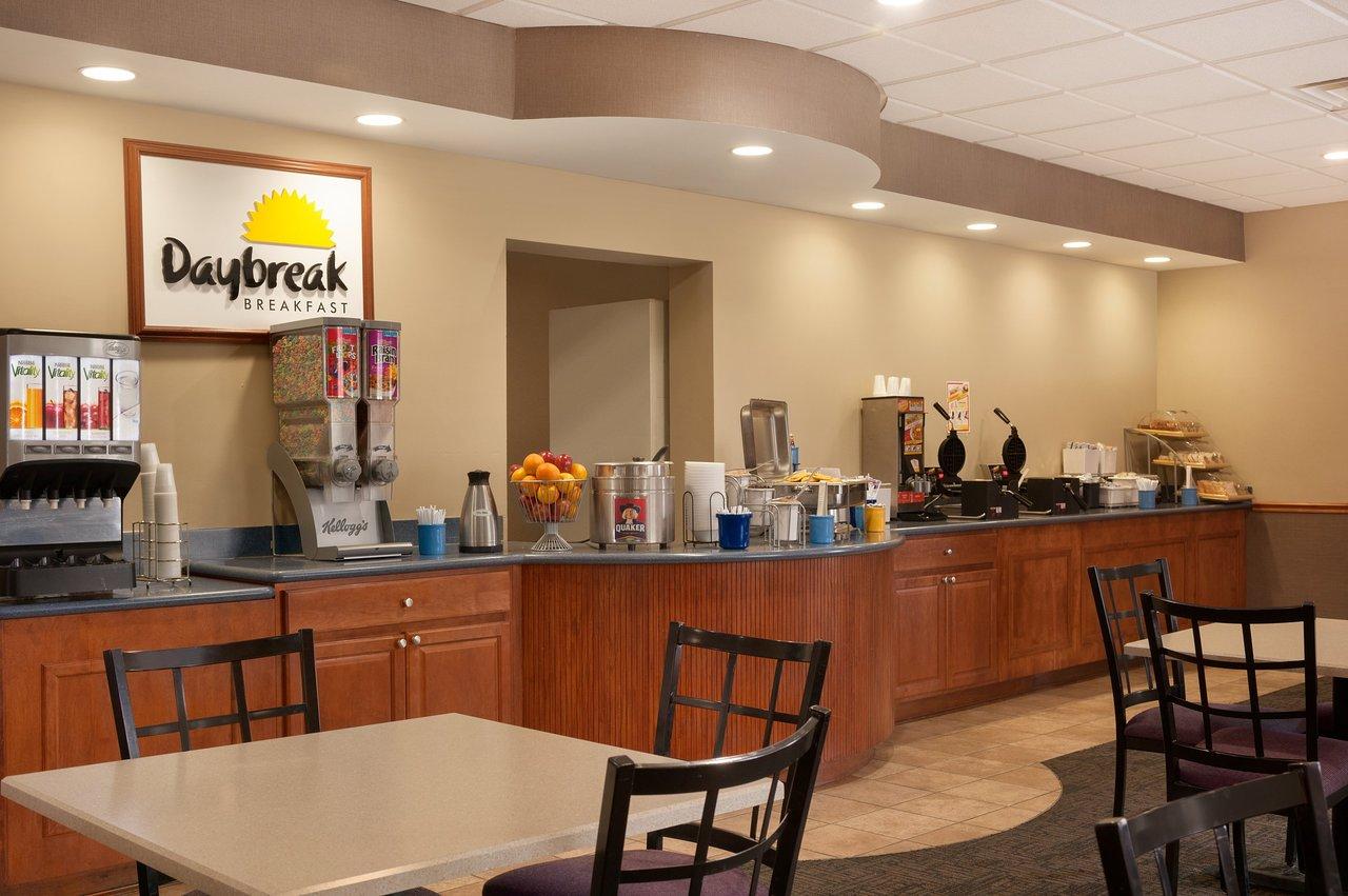 Days Hotel by Wyndham Buffalo Airport (C̶$̶1̶0̶3̶) C$88 - UPDATED ...