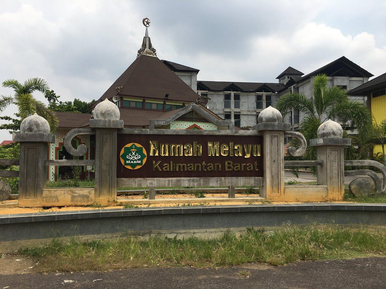 Rumah Adat Melayu Pontianak Indonesia Review