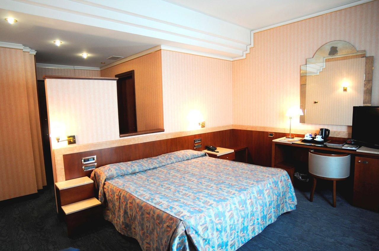 ASTRA HOTEL $77 ($̶1̶0̶5̶) - Prices & Reviews - Ferrara, Italy
