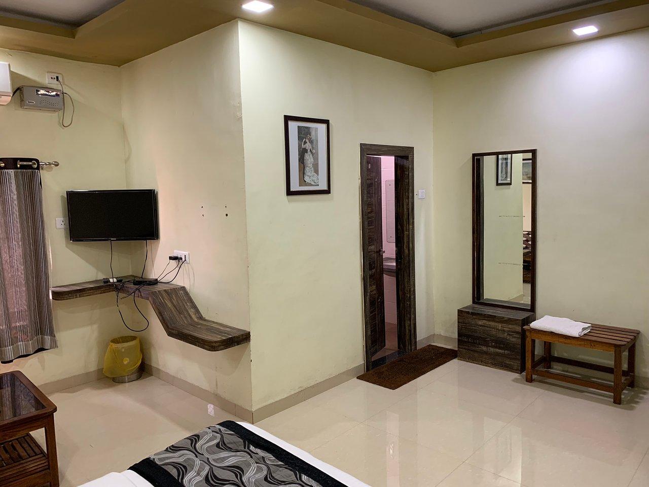 HOTEL SHEHNAI GARDEN (Khurai) - Hostel Reviews, Photos, Rate